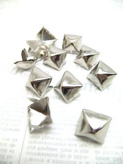 画像1: 【再入荷】15mm角鋲 ピラミッド スタッズ 10個Pack (1)